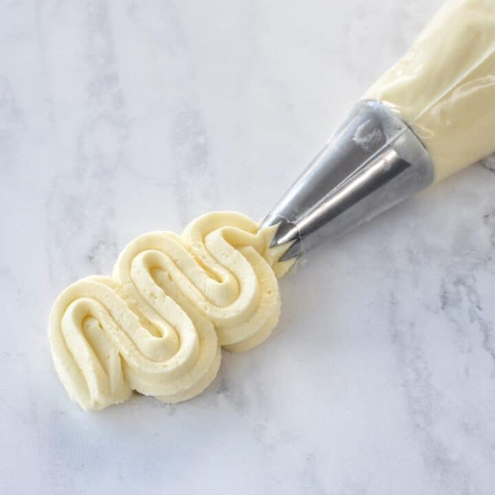 Piping of buttercream.